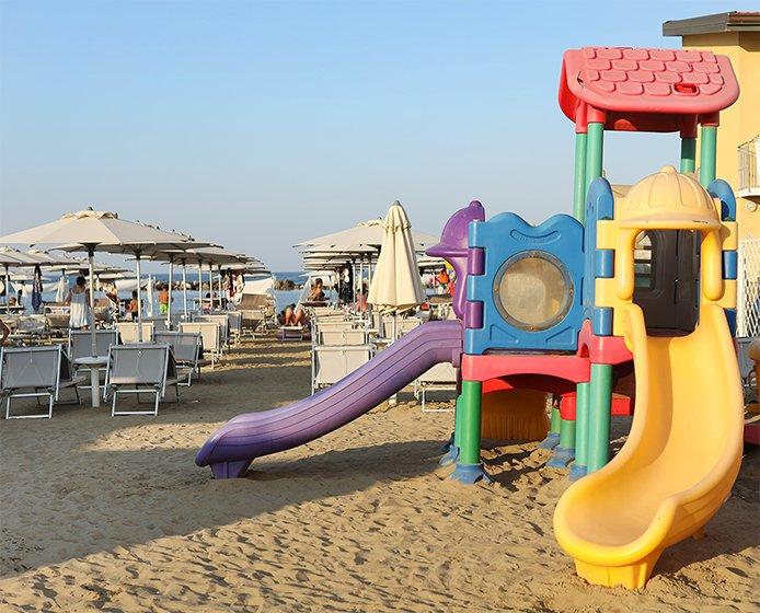 Hotel con Spiaggia Privata Attrezzata